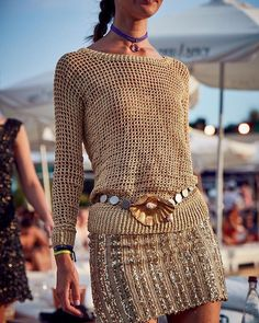 Vanessa Montoro (@vanessamontoro) • Instagram photos and videos Crochet Beach Dress, Crochet Shirt, Crochet Jacket, Crochet Cardigan, Knit Crochet, Vanessa Montoro, Crochet Skirt Pattern, Crochet Fashion, Crochet Clothes