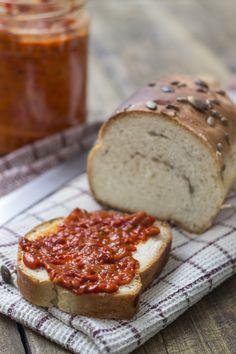 Heeft u ook teveel tomaten? Maak dan een tomatenchutney met appel, uien en knoflook. Overheerlijk....... dat zeggen onze lezers in ieder geval!