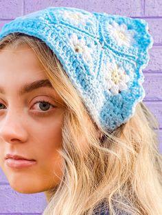 Crochet Daisy, Knit Crochet, Headband Crochet, Crochet Ideas, Bandana, Doodles, Pastel, Etsy Shop, Bags