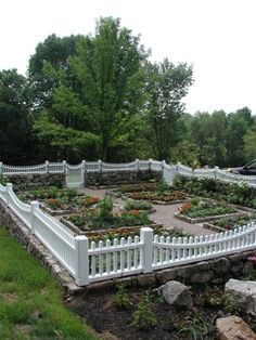 Formal Vegetable Garden - this is what I would LOVE to have!