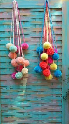 crochet a long chain stitch cord and attach cute pom poms for a garland or bag accessory Pom Pom Crafts, Yarn Crafts, Diy And Crafts, Kids Crafts, Craft Projects, Arts And Crafts, Pom Pom Garland, Pom Poms, Wool Dolls