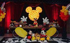 Festa linda do Mickey por @epiquefestascriativas. Tema super tradicional e antigo mas sempre muito bacana ❤️ #kikidsparty