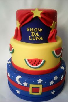 Bolo cenográfico (fake) o show da Luna Temos Vários modelos. Venda sob encomenda Modelos com excelente acabamento Não achou o modelo que queria, solicite um orçamento grátis que fazemos para você! - 8B9B7D Birthday Cake, Cupcakes, Bolo Fake, Blog, Diy, Aurora, Biscuit, 4 Year Anniversary, 3 Years