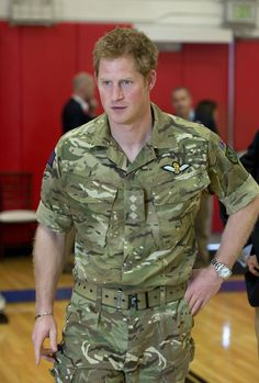 Prince Harry defended gay soldier from hate attack during Army training exercise Pin Up Vintage, Harry Windsor, Kate And Harry, Army Training, Lgbt History, Rolex Explorer Ii, Prince Harry Photos, Warriors Game, Ginger Men