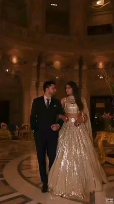 Party Wear Indian Dresses, Indian Bridal Outfits, Indian Fashion Dresses, Indian Wedding Video, Indian Wedding Photos, Bride Reception Dresses, Bridal Dresses, Wedding Lehenga Designs, Indian Wedding Photography Poses