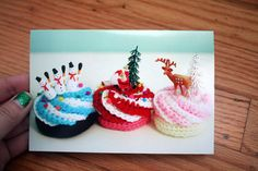 Greeting Card - crocheted Holiday Cupcakes