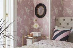 Floral wall paper.
