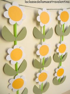 Very cute spring display using straws and flower cut outs Diy Crafts For Gifts, Holiday Crafts, Crafts For Kids, Paper Crafts, Cute Mothers Day Ideas, Mothers Day Crafts, Classroom Wall Displays, Classroom Decor, Faux Flowers