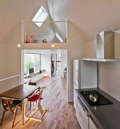 Triangular 594 sq. ft. riverside house makes most of odd-shaped plot : TreeHugger