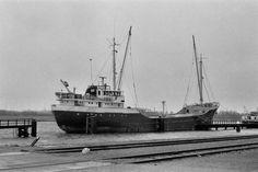 1979 in Delfzijl de REINA  http://vervlogentijden.blogspot.nl/2015/09/elke-dag-een-nederlands-schip-uit-het_67.html