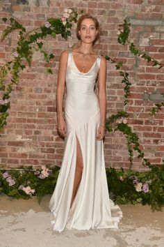 """Jenny Packham evolved her """"Midsummer Night's Dream""""-inspired spring theme with a sleek, elegant six-gown capsule for fall Bridal Gowns, Wedding Gowns, Jenny Packham Bridal, Groom Looks, Satin Dresses, Wedding Attire, Dream Dress, Couture Fashion, Wedding Styles"""