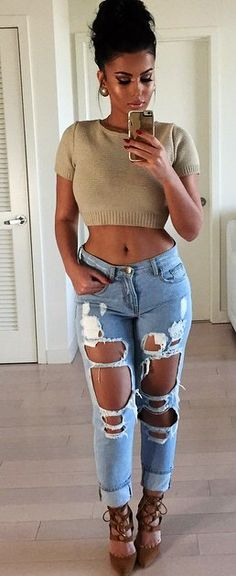 Love when women wear these jeans Sexy Jeans, Ripped Jeans Style, Spring Outfits, Girl Outfits, Casual Outfits, Aeropostale, Look 2017, Nordstrom, Girl Celebrities