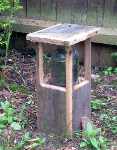 credit: Ian Anderson [http://handycrowd.com/how-to/garden-and-outdoors/make-a-bollard-lamp-post-out-of-pallet-wood-and-a-glass-jar/]