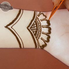 arabic bridal henna designs for front hands Cute Henna Designs, Mehndi Designs Book, Simple Arabic Mehndi Designs, Unique Henna, Mehndi Designs For Girls, Mehndi Designs For Beginners, Stylish Mehndi Designs, Mehndi Designs For Fingers, Bridal Henna Designs
