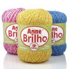 Fio com brilho metalizado indicado para peças de vestuário e decoração em tricô e crochê.