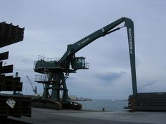 Port de Vilanova : Grans màquines per trajinar tones de material.... | pereguinovartfig