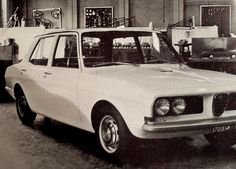 OG | 1972 Alfa Romeo Alfetta | Full-size mock-up and scale mock-ups in the back