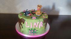 Anniversaire de la petite Lina qui ne voulait absolument pas se séparer de son gâteau