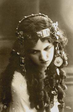 vintage headpiece - she reminds me of a dancer I admire