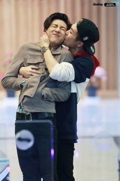 Bambam and Youngjae. KISSES FOR DAYS!!! ⌒(o^▽^o)ノ <3♡<3♡<3♡<3♡<3♢♢♢♢°•◇ #Got7 #ADORABLE