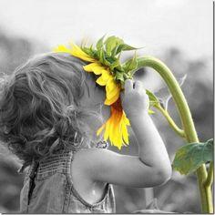 Never lose the childhood joy found in the smallest moments.....so incredible Ομορφη φωτογραφια ...γεμιζεις φως κ αγαπη....
