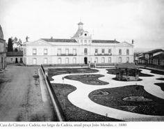 1880 - Casa da Câmara e Cadeia, no largo da Cadeia, atual praça João Mendes. Foto de Marc Ferrez. Acervo do Instituto Moreira Salles.
