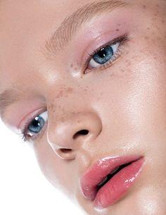 pale pink eye make up, freckles, glowing skin, glossy lips. Makeup Inspo, Makeup Inspiration, Makeup Tips, Beauty Makeup, Eye Makeup, Hair Makeup, Hair Beauty, Makeup Ideas, Blonde Beauty