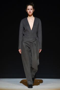 Chalayan Fall 2017 Ready-to-Wear Fashion Show - Maria Zakrzewska
