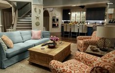 Let's tour the rooms inside Grace and Frankie's beach house and steal decorating ideas for furniture and decor from the netflix series with Jane Fonda and Lily Tomlin! Some of the exact decor from the series can be yours! Jane Fonda, Beach Cottage Style, Beach House Decor, Studio Apartments, Home Interior, Interior Design, Beautiful Beach Houses, Home Decor Shops, Love Home