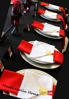The Oscars – Party Ideas by Maddiebella Home – Food: Veggie tables Red Carpet Theme, Red Carpet Party, Movie Party, Party Time, Deco Table, A Table, Oscars, Paper Lanterns Party, Hollywood Theme