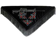 Fado Indesejado xale industrial, bordado à mão de Fábio Carvalho Unwanted Fate industrial shawl, hand-embroidered by Fábio Carvalho 2013/2016 | 90 x 160 cm