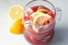 Sangria ✦ Sangria on aikuiseen makuun sopiva espanjalainen kesäjuoma. http://www.valio.fi/reseptit/sangria/