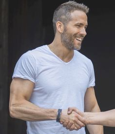 Best hairstyles and haircut Ryan Reynolds.Men side part hair. Ryan Reynolds Haircut, Ryan Reynolds Beard, Short Hair Cuts, Short Hair Styles, Two Strand Twists, Star Tattoos, Yoga For Men, Celebs, Celebrities