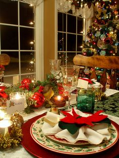 Christmas Table Setting by dining delight, via Flickr
