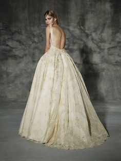 LLUNAS, yolancris, couture, dress, wedding, high, end, barcelona, bridal, gown, vestido, bride, tailored made, bespoke, best bridal designers, fashion, elegant, exclusive, costura, a medida, elegant, atelier, modernos