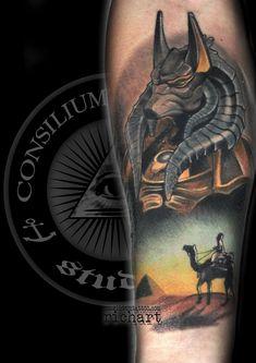 Anubis es el dios de la muerte del antiguo Egipto, maestro de las necrópolis y patrón de embalsamadores, representado como un gran cánido negro acostado sobre su estómago, probablemente un chacal o un perro salvaje, o como un hombre con cabeza de perro. TATUAJE TATTOO TEMÁTICA EGIPCIA ANUBIS CAMELLO INK CONSILIUM TATTOO TARRAGONA CATALUÑA BARCELONA ESPAÑA octubre 26, 2017 Consilium Tattoo Color 2015, 2016, 2017, anubis, barcelona, black and grey, brazo tatuado, brazos tatuados, catrina…