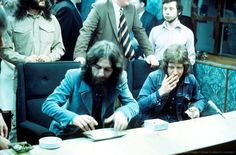 George Harrison (1943 - 2001) with Peter Ham (1947 - 1975) of Badfinger at Apple Recording Studios in London, England on 30th September 1971