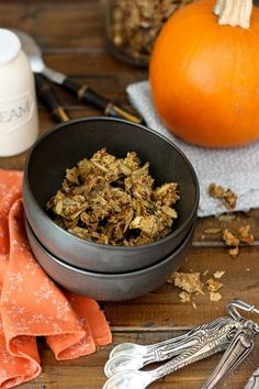 Get ready for another healthy granola recipe! One of you gave me a great suggestion: Turn my popular Chai Granola into Pumpkin Pie Flavor Granola. Paleo Pumpkin Pie, Pumpkin Granola, Pumpkin Recipes, Fall Recipes, Pumpkin Spice, Primal Recipes, Whole Food Recipes, Whole30 Recipes, Chai