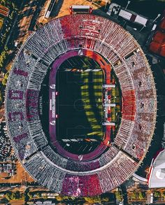 Aerial view of the Estadio El Monumental, as River Plate play Boca Juniors Football Stadiums, Football Field, Football Pitch, Football Art, Flight Lessons, Florida International University, World Cup Winners, Rest Of The World, Aerial Photography