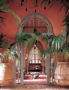 Caribbean style for my room. Like the green and the red. Incorporate fake botanics into wall? Wall a red-orange terra cotta style wandfarbe terracotta Peace - that was the other name for home. British Colonial, Spanish Colonial, Spanish Style, Beautiful Homes, Beautiful Places, Hotel World, Moroccan Interiors, Moroccan Bedroom, Moroccan Design