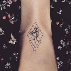 Lily Sternum Tattoo with Geometric Design pretty tattoos 23 Pretty Lily Tattoo Ideas for Women Mini Tattoos, Body Art Tattoos, Small Tattoos, Small Lily Tattoo, Sternum Tattoos, Tatoos, Female Leg Tattoos, Sternum Tattoo Design, Modern Tattoos