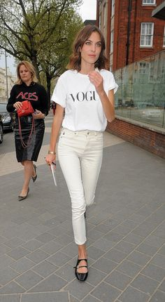Alexa Chung was flying the flag for Vogue at their annual festival in London on Saturday in a T-shirt wtih the magzine's name on it. Style Outfits, Casual Outfits, Looks Style, My Style, Alexa Chung Style, Winter Stil, Short, Spring Summer Fashion, Style Icons