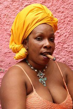 Afro-Cuban woman in Callejon de Hamel. | © Walter Callens