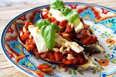 gevulde aubergine uit de oven met kip, tomaat, paprika en feta