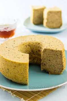 If you love tea and fluffy cakes, this earl grey tea chiffon cake is for you. Even though you don't drink tea, you'd like it after the first bite. This elegant chiffon cake doesn't taste too sweet. Mnm Cake, Cupcake Cakes, Baking Recipes, Cake Recipes, Dessert Recipes, Baking Ideas, Food Cakes, Bolo Chiffon, Christine's Recipe
