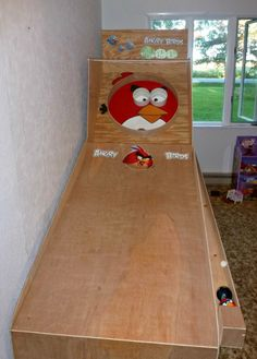 Daddy's Angry Birds Skee Ball Game. Use incline mats Craft Projects For Adults, Easy Craft Projects, Easy Crafts, Crafts For Kids, Diy Toys And Games, Skee Ball, Wooden Projects, Angry Birds, Wooden Diy