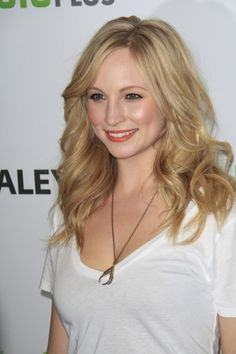 Candice Accola love her hair Caroline Forbes, Divas, Candice Accola, Loose Waves, Hair Today, Human Hair Wigs, Vampire Diaries, Hair Inspiration, Hair Inspo