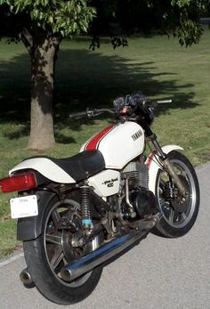 1979 Yamaha I knew a guy that had a cherry Daytona special, once. Oh what an emotional ride it was Trail Motorcycle, Steampunk Motorcycle, Motorcycle Mechanic, Yamaha Motorbikes, Yamaha Motorcycles, Yamaha Cafe Racer, Cafe Bike, Hamamatsu, Vintage Bikes