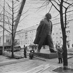 Montaż pomnika W.I.Lenina w Nowej Hucie Janusz Podlecki       16.04.1973 Planet Earth, All Art, City Photo, Maine, Landscape, Architecture, Photos, Fotografia, Poster