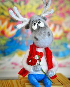"228 Beğenme, 4 Yorum - Instagram'da Игрушки для души 😻🙉👧💕 (@shadrina.ira): ""Скромен и очень влюблен!))) ИЩЕТ ДОМ)) #amigurumi #amigurumidoll #weamiguru #bm_knitting #hekle…"""
